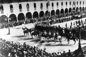 (*) Il Principe Umberto sfila in Piazza Ducale (3)