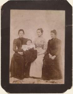 Foto della mamma e delle sorelle di Negri Giuseppe