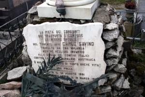 Epigrafe posta dai genitori sulla tomba