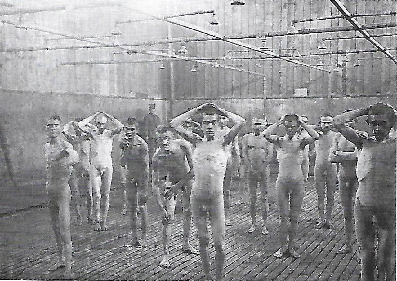 Gruppo in quarantena alle docce