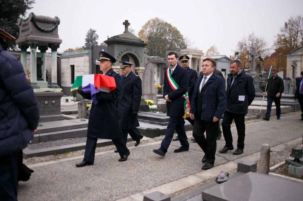Le Autorità in corteo al cimitero cittadino